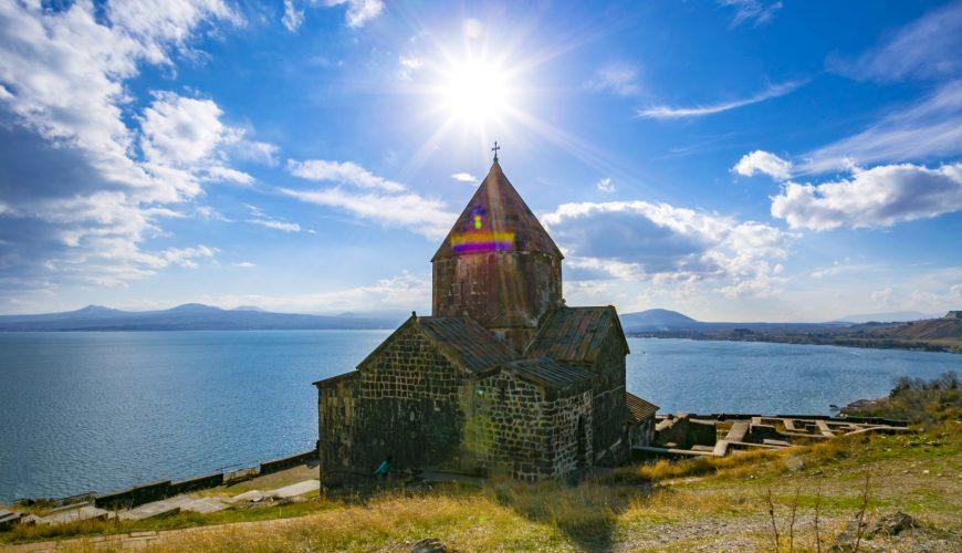 Озеро Севан – купальный сезон
